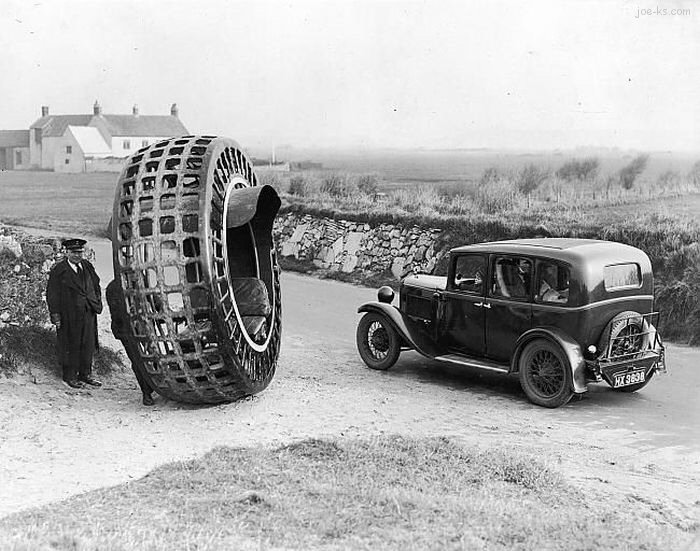 VintageCircularMotorcycle_B.jpg